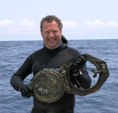 Cliff finds a prize on the Monohan (DiveHatteras Photo)