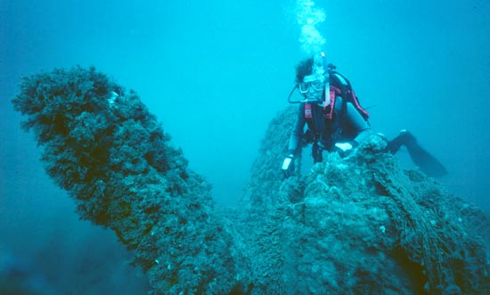 Diver at the propeller of the Nevada. Dive Hatteras photo